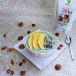 Zdravi zeleni smoothie od špinata, manga i banane sa chia sjemenkama